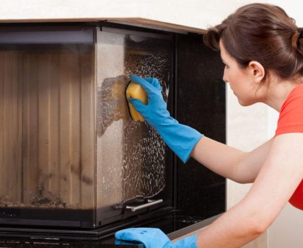 pulizia vetro stufa caminetto