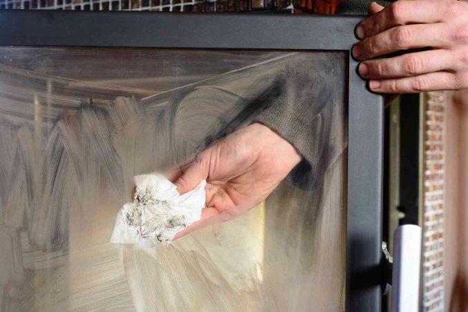 pulizia vetro stufa con cenere